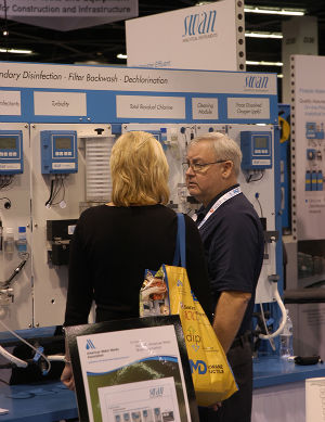 Randy Turner from SWAN Anaylitical talks with an ACE15 attendee